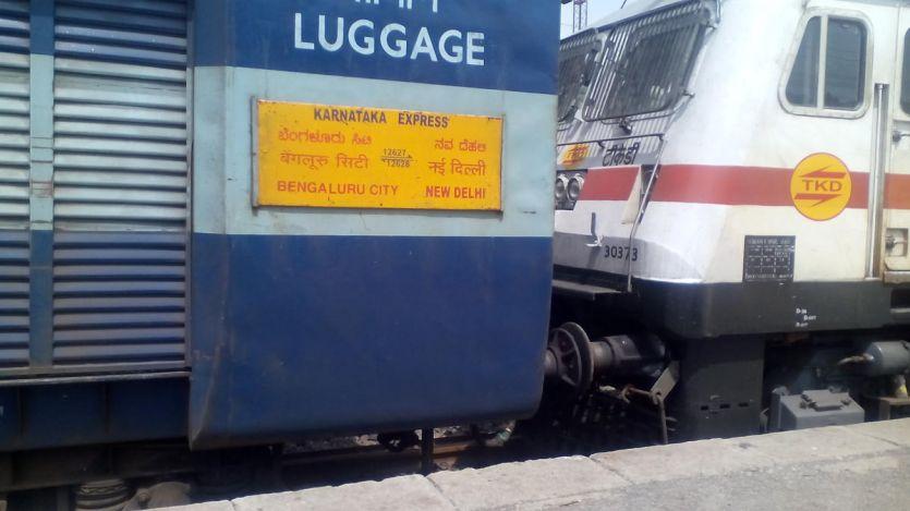 एसी कोच को बना रहे चोर निशाना, कर्नाटका एक्सप्रेस में चोरी