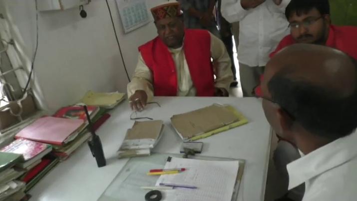 बीजेपी सांसद ने किया मऊ रेलवे स्टेशन का औचक निरीक्षण, मिली कमियां तो दिया यह आदेश