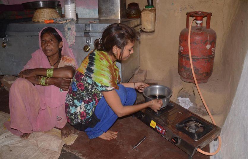 एलपीजी से 48 हजार महिलाओं की जिंदगी हुई 'उज्ज्वला'