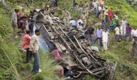 ट्रक ने बारातियों से भरी गाड़ी को टक्कर मारी, 6 की मौत