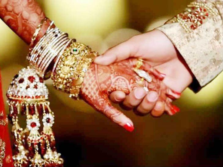 एक विवाह ऐसा भी! बारात में धरने पर बैठी दूल्हे की प्रेमिका, फिर जो हुआ उसपर यकीन कर पाना थोड़ा मुश्किल है!