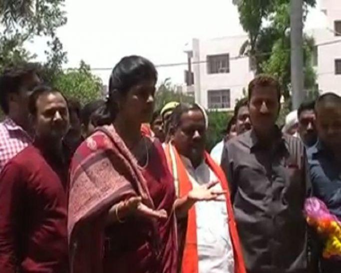 प्रतापगढ़ में BJP के कार्यक्रम में हंगामा, मारपीट की नौबत, देखते रहे मंत्री स्वाति सिंह और मोती सिंह