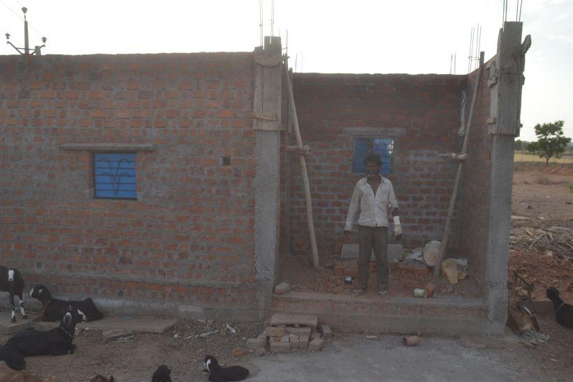 ग्रामीणों के लिए नियमों के रोड़े, शहर में बरस रही सरकारी कृपा