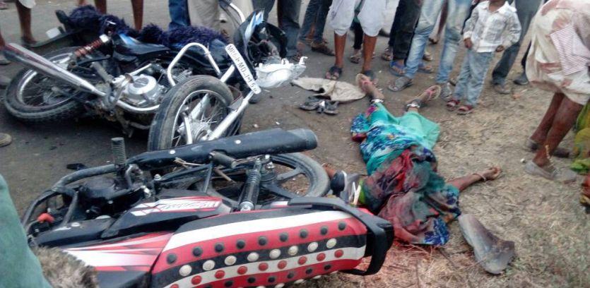 आमने-सामने भिड़ीं बाइक, मौके पर ही महिला की मौत