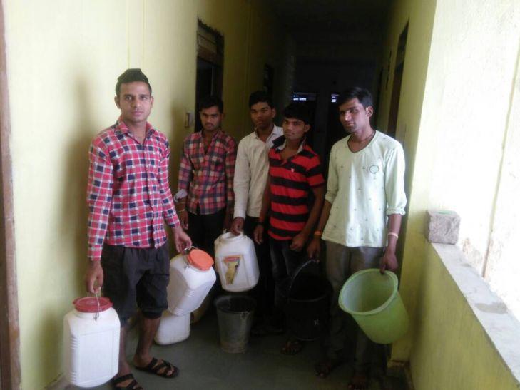 डाइट छात्रावास मे गहराया जलसंकट