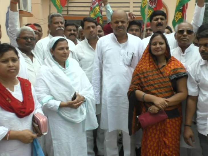 सपा नेताओं का योगी सरकार पर हमला, कहा- संन्यासी की सरकार में अपराध से जनता बेहाल