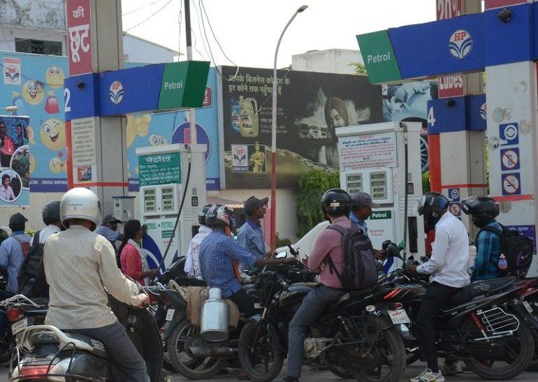 'नो हेलमेट नो पेट्रोल' मुहिम का दिख रहा असर, बढ़ी हेलमेट की बिक्री