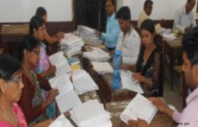 'बीता नापकर' अंक देते हैं बिहार के शिक्षक, इनसे कॉपी जांच कराना गलतः राजद