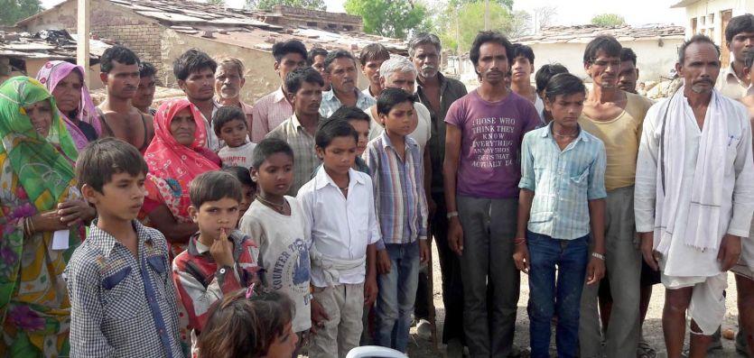 सड़क से नहीं जुड़ सका गांव का रास्ता बच्चों ने आठवीं के बाद छोड़ दी पढ़ाई