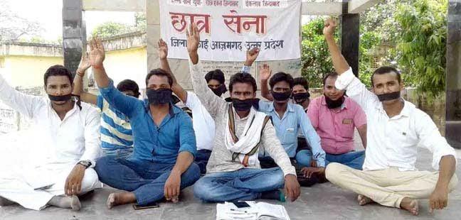 किसानों पर हमले के खिलाफ काली पट्टी बांध छात्रसेना का प्रदर्शन