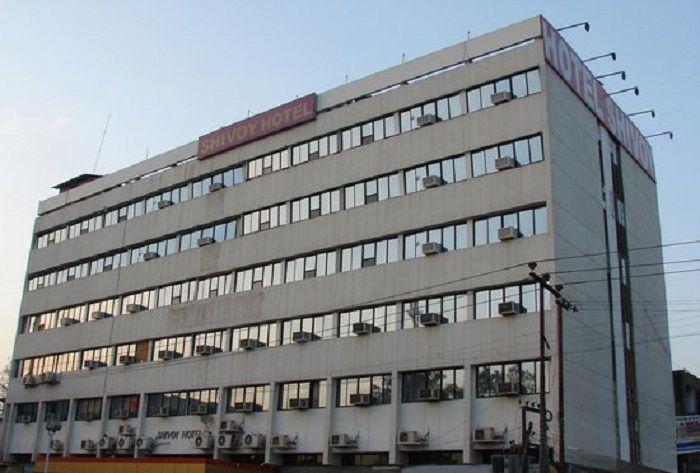 सीएम योगी के शहर में बड़ी कार्रवाई, दो बड़े होटलों को किया गया सील