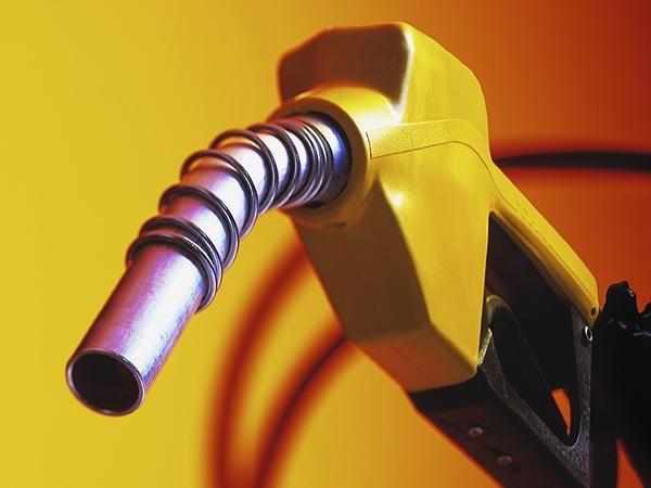 पेट्रोल-डीजल के रोज दाम बदलने पर तेल कंपनियों को फायदा