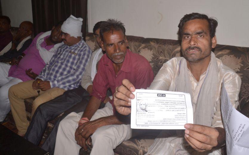 रुपए के अभाव में मेरी मां की मौत हो गई, अब पिता के इलाज के लिए तो दे दो पैसा