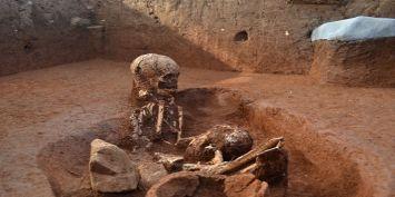 जब अजीब सी खुशबू के साथ अचानक कब्र के अंदर से निकलने लगे ढेरों शव! फिर जो हुआ वो हैरान करने वाला था!