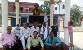 मध्य प्रदेश में किसानों की मौत पर रालोद के कार्यकर्ताओ ने गांधी प्रतिमा के समक्ष दिया धरना
