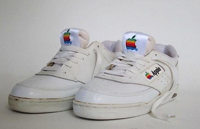 एपल कंपनी अब लेकर आई जूतों की सेल, कीमत जानकर रह जाएंगे हैरान