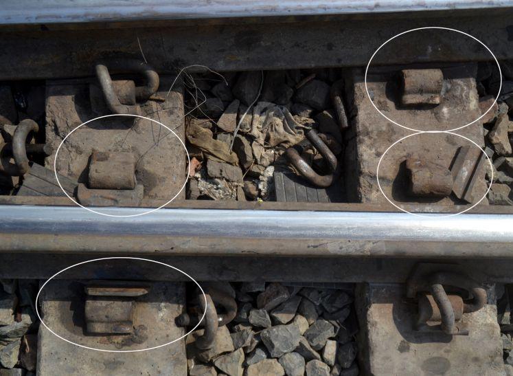 खतरे पर नहीं नजर, बिना चाबी लगी पटरी और टूटे स्लीपर्स के ऊपर से गुजारी जा रहीं हैं ट्रेनें