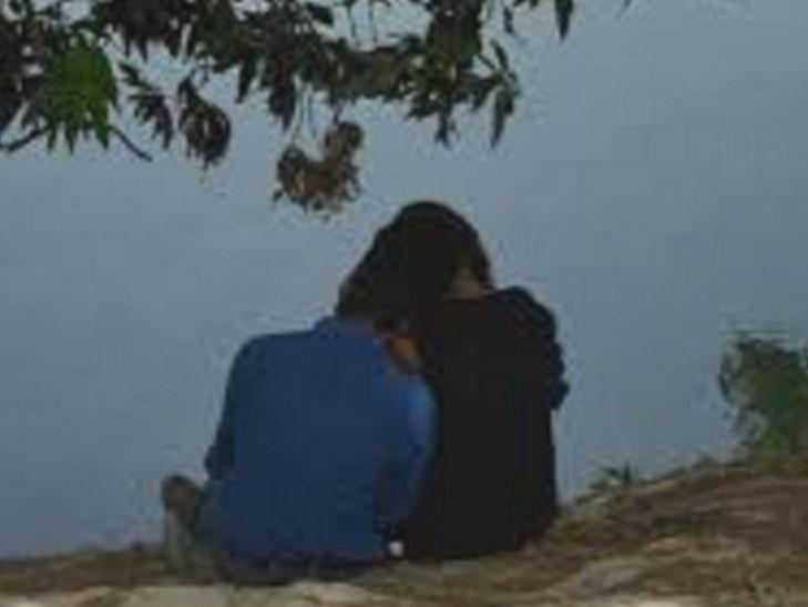 शादी के दो साल बाद भी नहीं हुआ गौना, तो रात में तालाब के किनारे पति- पत्नी ने...