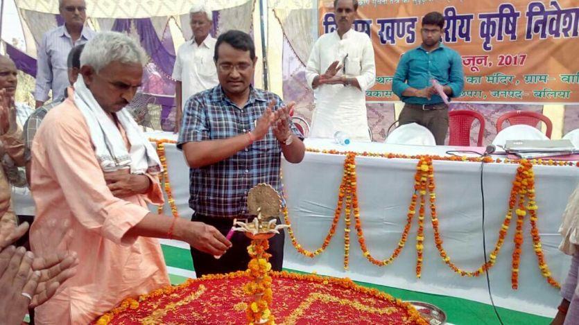बीजेपी विधायक सुरेंद्र सिंह का अधिकारियों को निर्देश, गांव में जाकर किसानों को कृषि योजनाओं की जानकारी दें