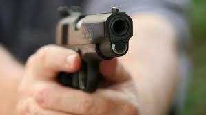 यूपी के आजमगढ़ में बदमाशों ने व्यवसायीको मारी गोली, लूटे आभूषण
