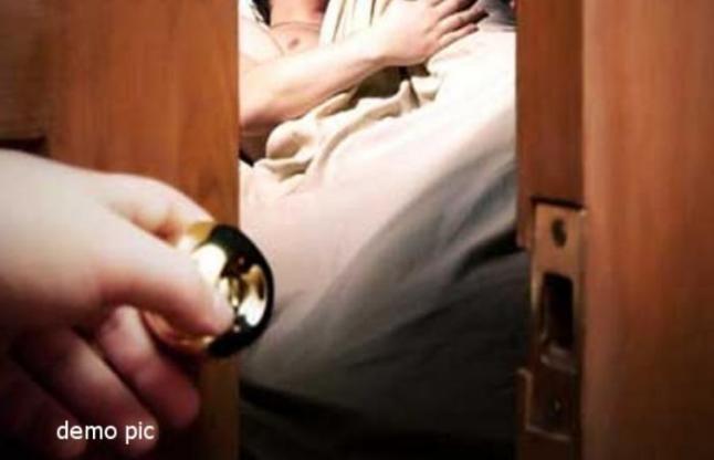पत्नी के सामने बनाता था भाभी से अवैध सम्बंध, आखिकार उठाना पड़ा ये कदम