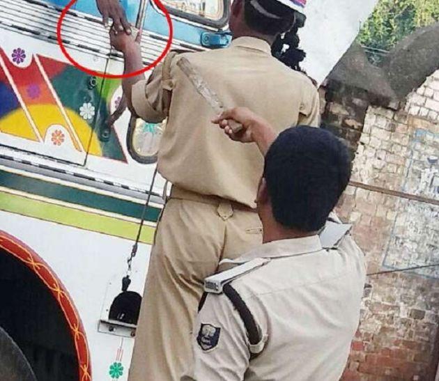 अवैध वसूली रोकने को लेकर योगी सरकार की पहल, सड़कों पर लगेंगे अधिकारियों के मोबाइल नंबर