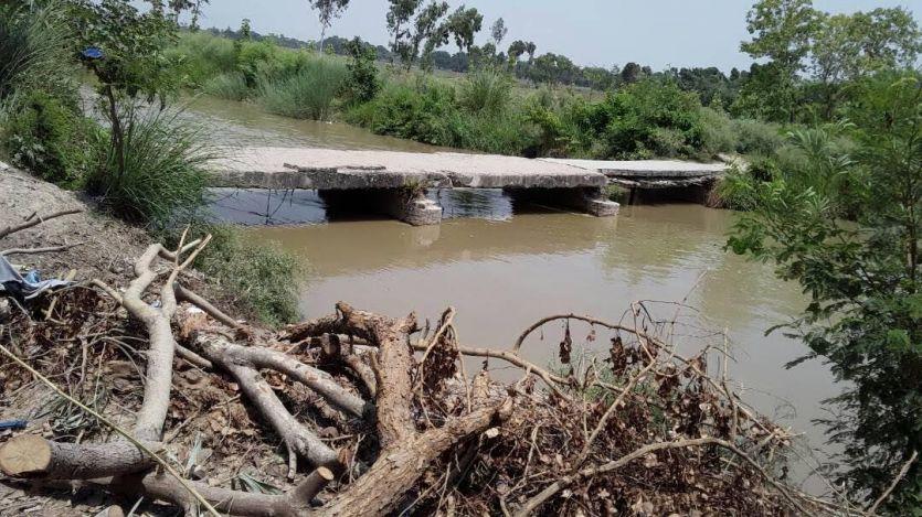 मुलायम के गढ़ में विकास की यह है हकीकत, योगी सरकार भी नहीं समझ रही दर्द