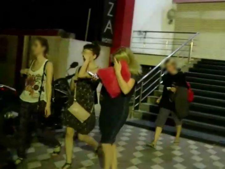 बीजेपी नेता के होटल में चल रही थी रेव पार्टी, पुलिस की छापेमारी में कई विदेशी लड़कियां और...