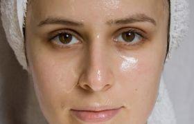 Oily Skin से परेशान हैं तो इन तरीकों से पाएं छुटकारा