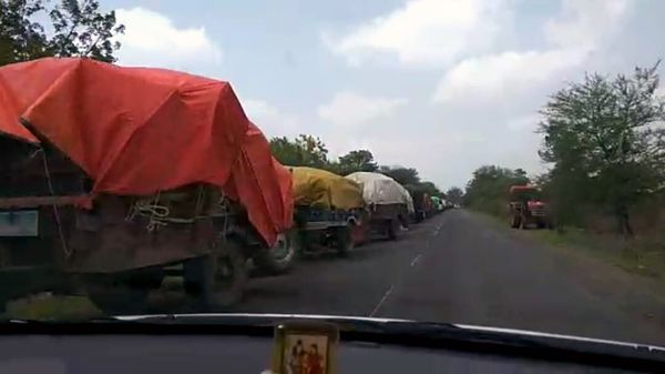 प्याज बेचने आए किसानों हमला, नकदी, मोबाइल लूटा