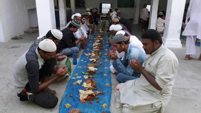 डेढ़ सौ साल पुरानी परंपरा, रमजान में एक साथ करते हैं सामूहिक अफ्तारी