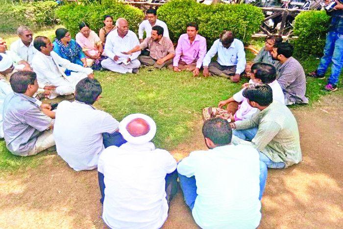 किसान की आत्महत्या के बाद भड़का किसानों का गुस्सा, विधायकों का करेंगे घेराव