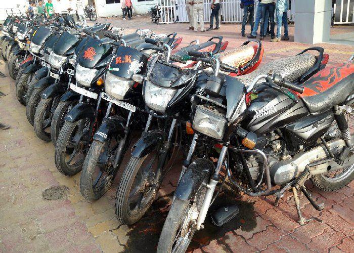 यदि आपकी बाइक हुई है चोरी तो तत्काल पढ़ें ये खबर, यहां मिला है वाहनों का जखीरा