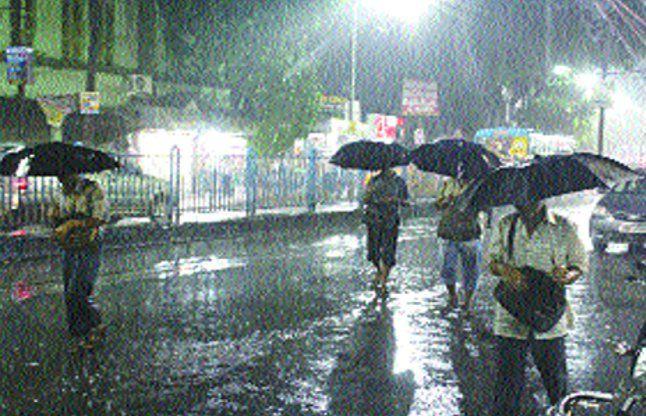 झमाझम : मानसून की पहली बारिश से महानगर तरबतर