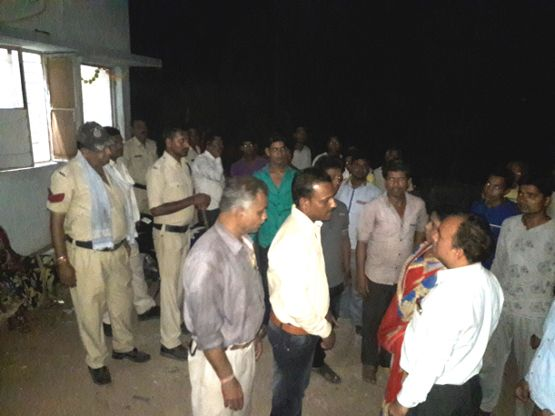 रात साढ़े आठ बजे बिजली कंपनी कार्यालय में अंबेडकर वार्डवासियों ने किया हंगामा