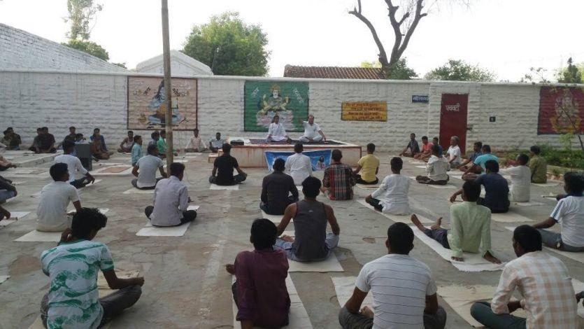 World Yoga Day.नेता, मंत्री से संत्री तक आज सभी दिखेंगे जमीन पर