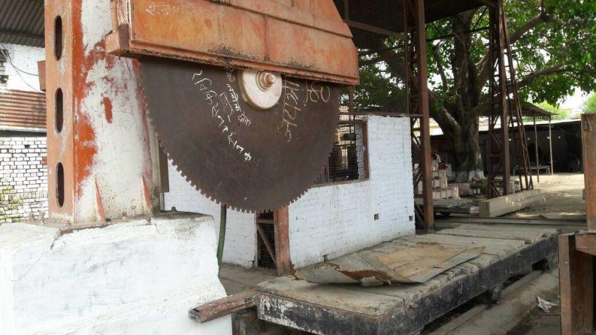 सरगर्मी : अयोध्या में मंदिर निर्माण के लिए शिलाएं तराशने को तैयार हैं ये भीमकाय मशीने