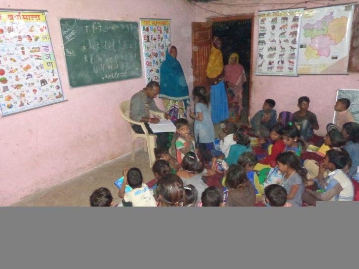 समूह के माध्यम से बच्चों को पढ़ाने का कार्य शुरू