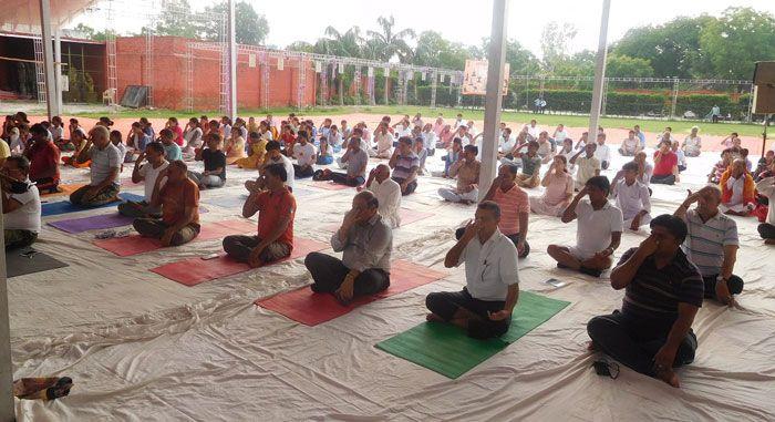 International Yoga day 2017 :पीएम मोदी के साथ योग करने को तैयार हैं फैजाबाद के लोग