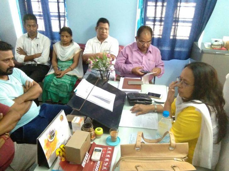 लापरवाही पर केन्द्र अधीक्षक को हटाने के लिए दिए निर्देश, एक नर्स निलम्बित