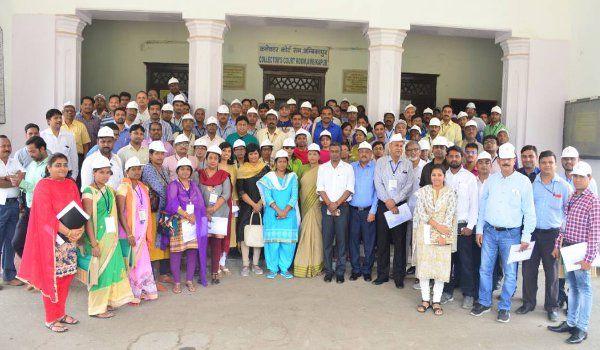 ऐसा क्या हुआ कि 16 राज्य के 80 सीनियर Officer's को आना पड़ा Ambikapur