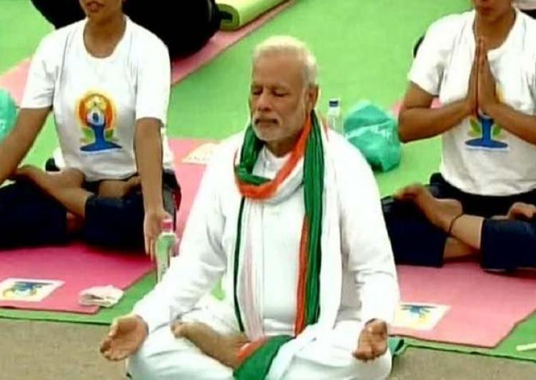 रातभर जागने के बाद पीएम मोदी के साथ 51 हज़ार लोग करेंगे योगा
