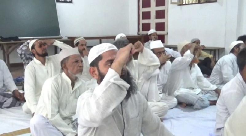मदरसे में बच्चों और शिक्षकों ने सीखा योग, कहा- योग से हैं कई फायदे