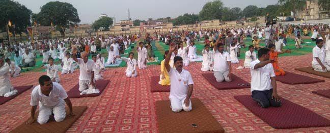 अंतर्राष्ट्रीय योग दिवस: अधिकारियों के साथ ही आम नागरिकों ने किया योग