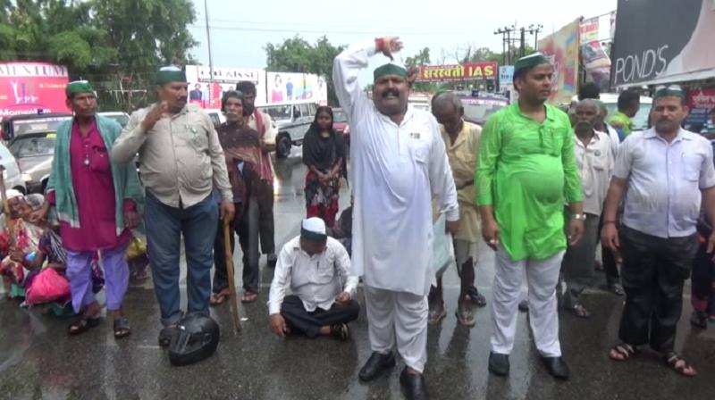 योग दिवस पर सड़क पर उतरे किसान, कहा- सरकार योग में व्यस्त, मर रहा किसान