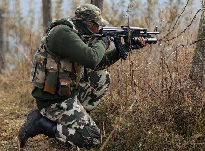 सेना ने पुलवामा मुठभेड़ में तीन लश्कर आतंकियों को किया ढेर, मेजर घायल