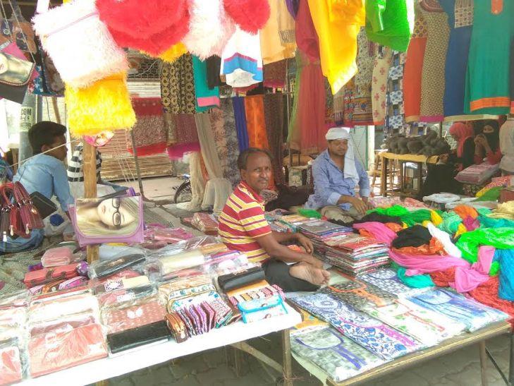 शहर के ज्यादातर एटीएम खाली, रमजान की तैयारियां फीकी