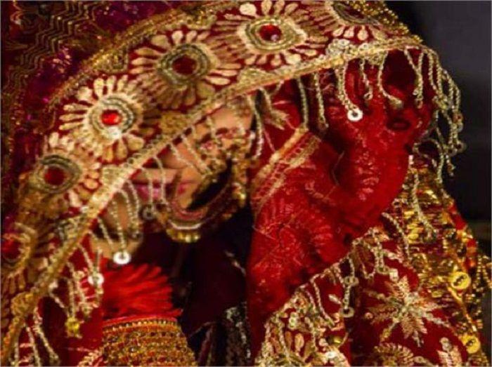 शादी के लाल जोड़े में तैयार बैठी थी दुल्हन, मगर हुआ कुछ ऐसा कि...