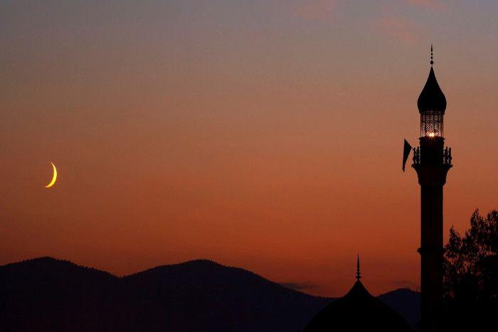 आज दिखा चांद तो सोमवार को मनेगी ईद, मस्जिदों में होगी दो जमात की नमाज
