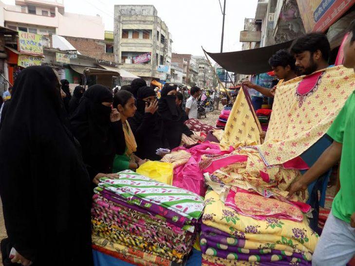ईद की खरीददारी को लेकर दिखी बाजारों में रौनक